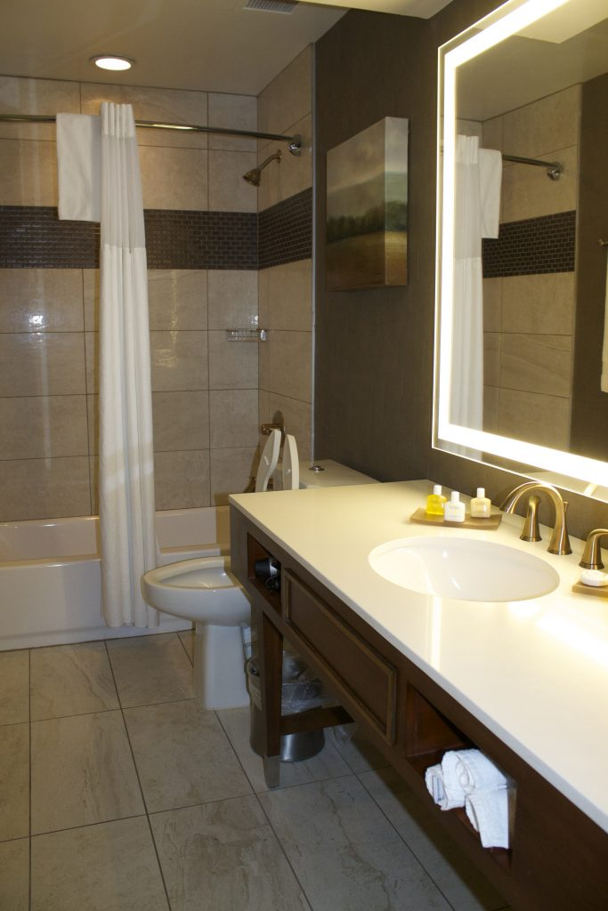pictures of hotel bathroom