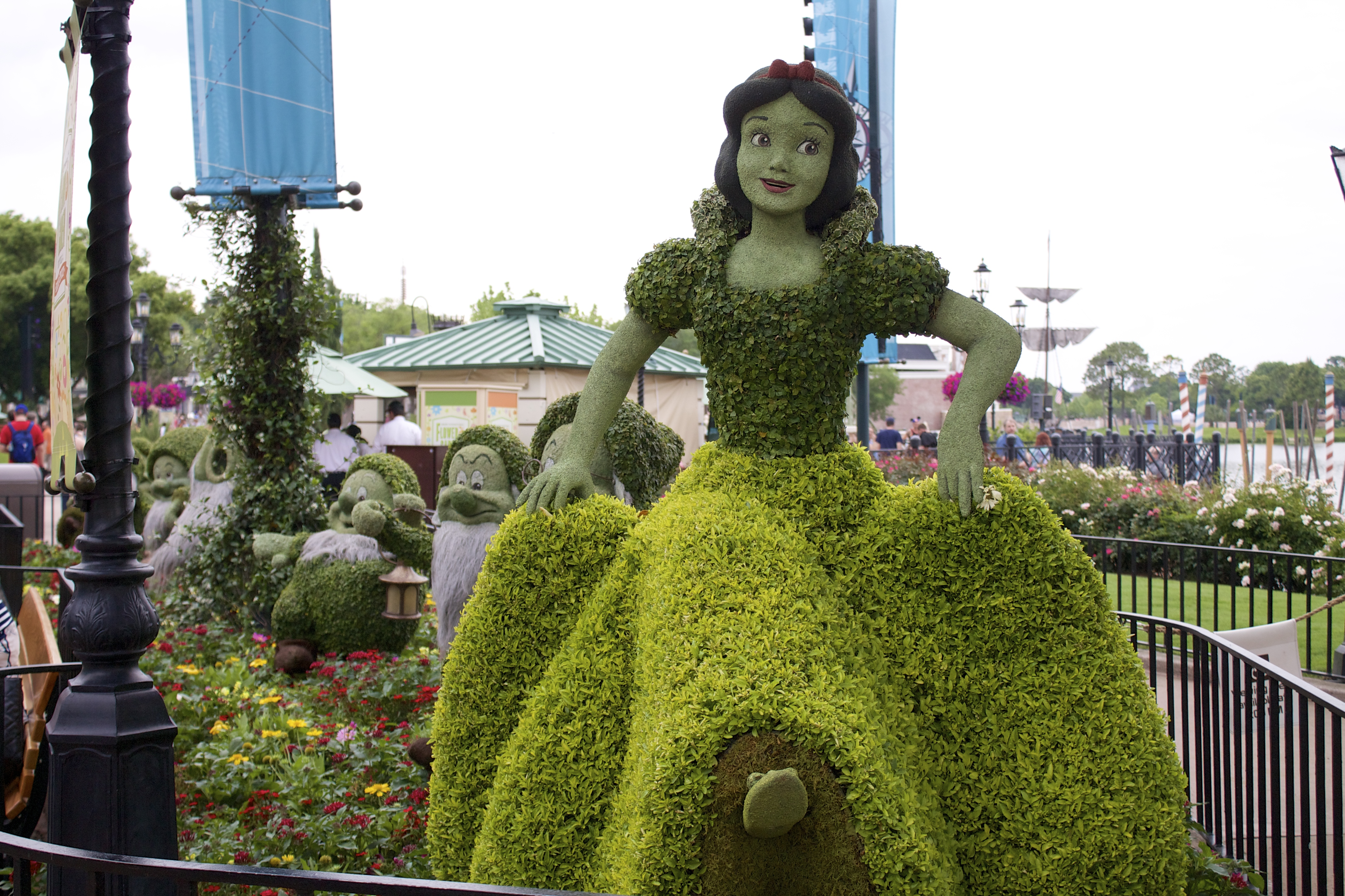Epcot flower and garden festival pictures for Disney flower and garden festival