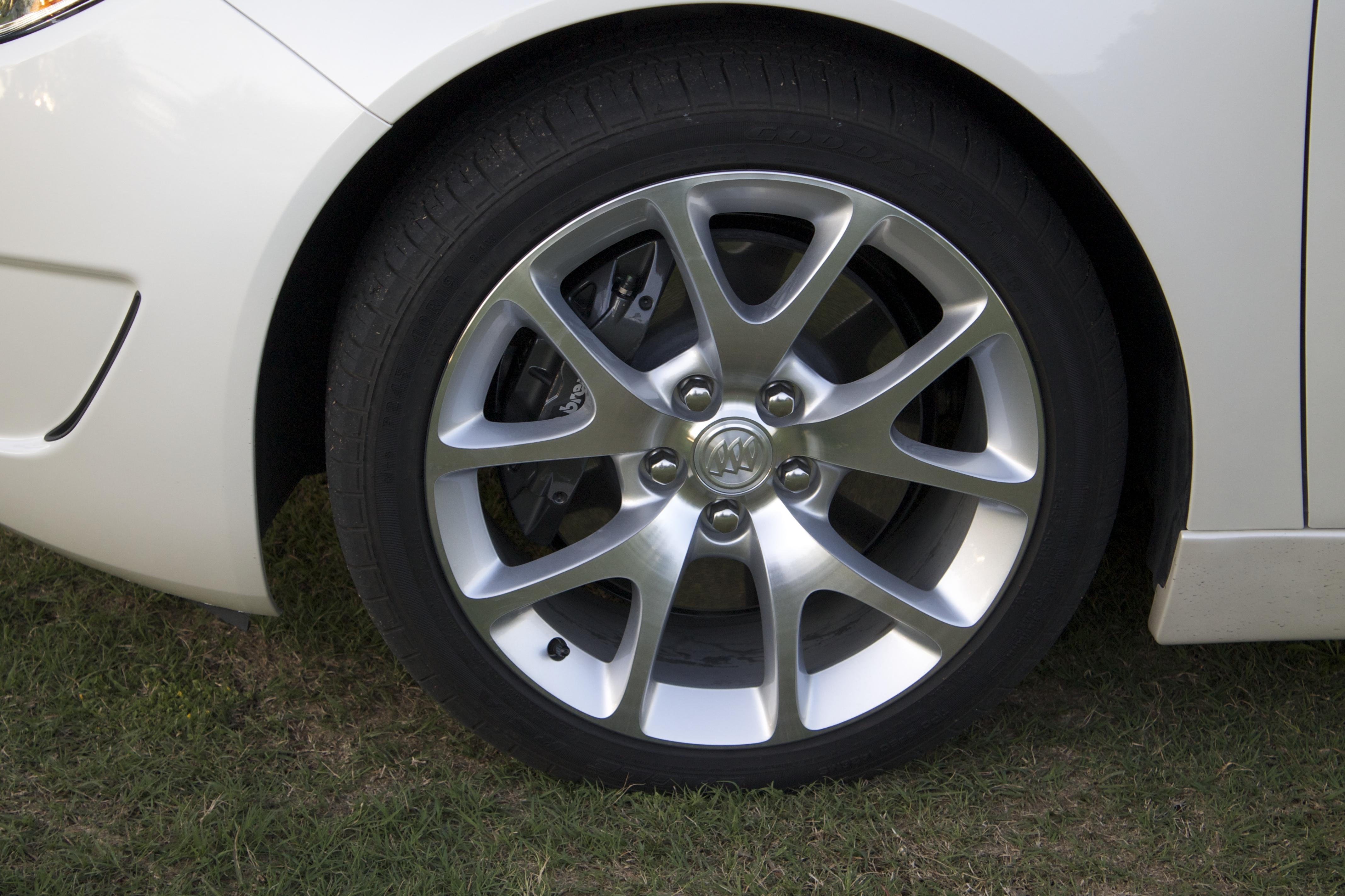 Buick Regal: Tires