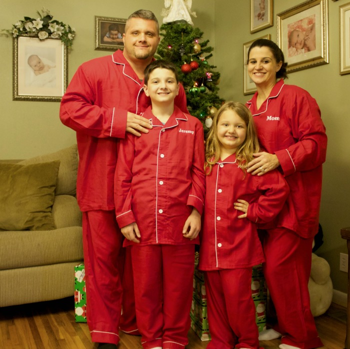 b0eb29ad90b9 Matching Family Christmas Pajamas  A New Christmas Tradition - Mom Luck